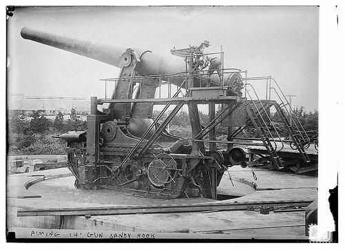 Aiming 14″ gun — Sandy Hook  (LOC)